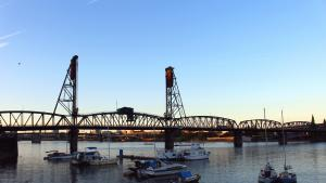 Hawthorne Bridge at dusk
