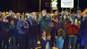 Crowd bids farewell to the 90-year-old Sellwood Bridge