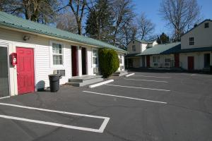 The vacant Budget Lodge motel is undergoing renovations to house people recovering from mental health crisis.