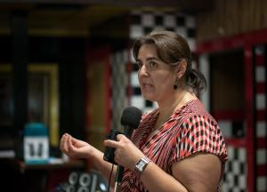 Alma Velázquez gave a presentation in Spanish to residents who were just learning about the region's air quality concerns